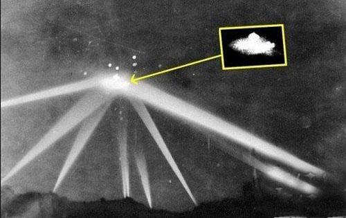 最真实ufo照片曝光2.jpg