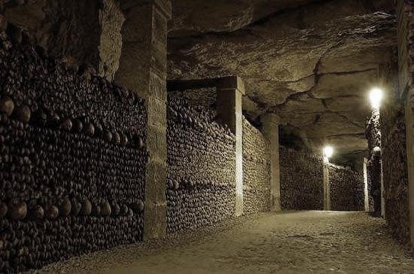 法国巴黎地下墓穴.jpg