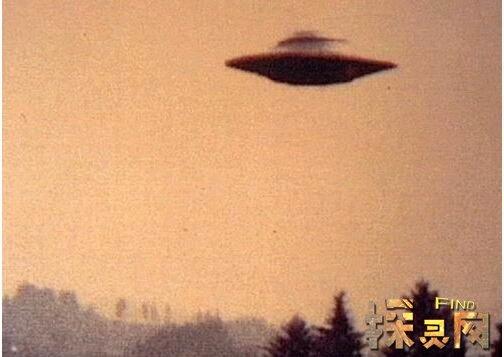 1996年罗兹威尔事件解密,飞碟坠毁/外星人被抓去解剖 — 灵异故事网